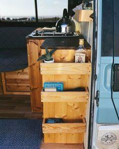 Caravan Storage İdeas 345299496428255106 - Incredible Camper Van Interior Design and Organization Ideas Source by Vw Lt Camper, Camper Life, Diy Camper, Campervan Interior Volkswagen, Bus Life, Vw T5, Volkswagen Bus, Van Organisation, Organization Ideas