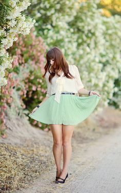 Pure Color Pleated Skirt with Contrast Colored Belt