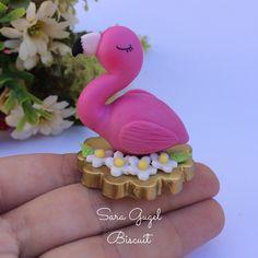Enfeites para chimarrão 💓  Passa pro lado pra ver as fofuras ➡️ . Orçamentos direct  #biscuit #porcelanafria #coldporcelain #massaflexible #chimarrão #eusoudosul #mate #enfeitedecuia #feitoamão #feitocomamor #miniaturas #miniature #art #cachorro #pet #flamingos #feitocomamor #instagood #compredequemfaz #omelhordobiscuit Wedding Cupcakes, Birthday Cupcakes, Chocolate Toppers, Clean Eating Chocolate, Cupcake Decorating Tips, Cupcake Cake Designs, Spring Cupcakes, Healthy Cupcakes, Disney World Food