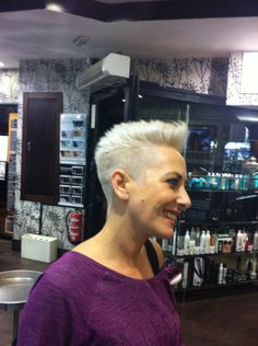 Oh! Peluqueros Style #7 Tonos Beige y peinado semi tupé #vintage.  ¡Guapísima!