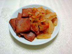 """오늘 저녁은 어제 교회서 주신 토마토와 집에 있던 양파, 스팸 등으로 만든 """"토마토소스 스팸 볶음"""". 내가 이름 지었음..ㅋㅋ 먹어보니 꽤 좋은데? ㅋㅋ"""