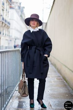 Belt a voluminous coat and pair it with polished pieces.... - Street Style