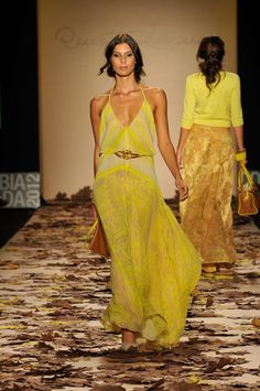Cómo combinar vestidos de fiesta - Vestido de fiesta amarillo - Vestido invitada