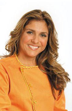 El chef se llama Lorena Garcia. Ella nació en Venezuela. Se graduó en la Escuela de Artes Culinarias de Johnson y Wales University. Lorena tiene un restaurante se llama Tapas. Ella sirve comida de Latin y Asian. El restaurante es en Miama, Florida. Lorena Garcia es muy inteligente. Le encanta cocinar y su comida es buena.
