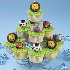 Get the wildlife started at your next party with these jungle-inspired cupcakes. It so easy to do. Just pipe a few leaves on top and position our fun Jungle Candles Set. Watch our online video. Zoo Cupcakes, Animal Cupcakes, Zoo Cake, Birthday Candy, Circus Birthday, Animal Birthday, 2nd Birthday, Birthday Ideas, Cupcake Icing