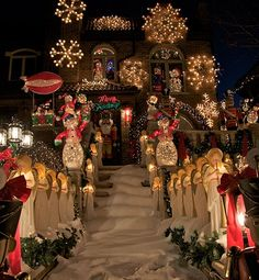 Beautiful Christmas lights! Photo from Barry Winiker/Getty Images http://glo.msn.com/living/extreme-holiday-decor-9797.gallery