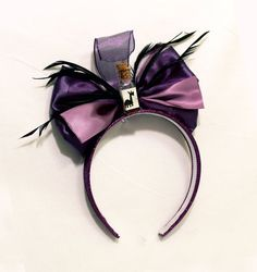 yzma disneybound ~ yzma disneybound + yzma disneybound casual + yzma disneybound inspired outfits + yzma disneybounding + yzma disneybound emperors new groove + kronk and yzma disneybound + cat yzma disneybound Diy Disney Ears, Disney Diy, Disney Trips, Disneyland Outfits, Disney Outfits, Disney Fashion, Emperors New Groove Yzma, Yzma And Kronk, Disney Headbands