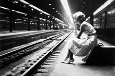 Waiting for the train Chicago 1960. Photo: Ellen Schmitz/ Bettmann Corbis