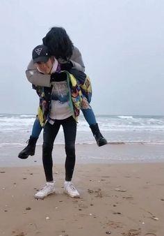 Cute Couple Videos, Cute Love Couple, Cute Love Songs, Couple Pictures, Cute Love Memes, Couple Goals Relationships, Relationship Goals Pictures, Cute Couples Kissing, Cute Couples Goals