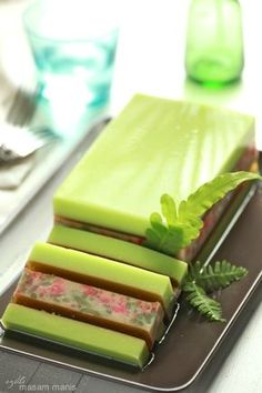 Unique and Yummy! Indonesian Desserts, Asian Desserts, Köstliche Desserts, Delicious Desserts, Dessert Recipes, Thai Dessert, Pudding Desserts, Pudding Cake, Recipes Using Cake Mix