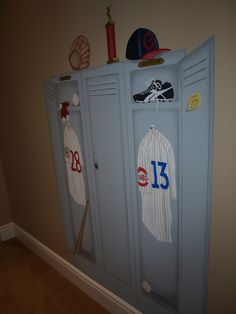 Painted Locker! I'm thinking paint the closet door to look like this. How cool!