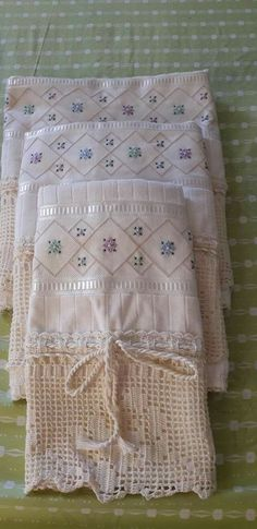Projects To Try, Quilts, Blanket, Crochet, Diy, Bath Towels & Washcloths, Cross Stitch Embroidery, Silk Ribbon Embroidery, Hand Towels