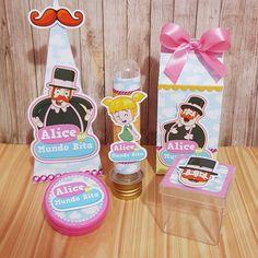 KIT FESTA 50 ITENS PERSONALIZADOS!    O kit contém:    - 10 tubetes personalizadas com papel Glossy adesivo + aplique recortado;    - 10 caixinhas acrílicas 5x5cm personalizadas com papel Glossy adesivo + aplique em alto relevo;    - 10 latinhas mint to be (5cm de diâmetro) personalizadas com pap... Baby Party, Alice, Diy, 2 Year Anniversary, Blue Nails, Events, Party, Bricolage, Do It Yourself
