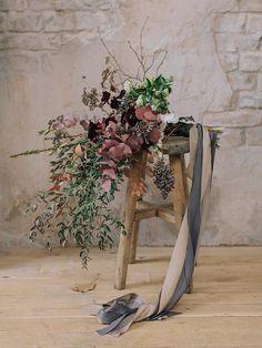 Wedding flowers dark colors autumn  bride style silk @margoermolaeva www.margoermolaeva.ru