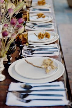 TWINK + SIS HALLOWEEN DINNER PARTY — Twink + Sis #tablescape #chestnut #classicparty #placesetting #borrowedblu #blackflatware