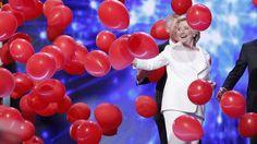 Clinton geht auf Trump los, mit allem was sie hat – und plötzlich liegen ihr alle zu Füssen (Watson)