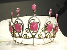 End of 19th century Austrian tiara with pink tourmalines