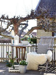 Très joli coin terrasse aménagé pour lire un livre tranquilement au soleil :)