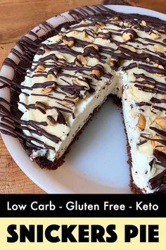 Snickers Pie [Low Carb & Keto] – Resolution Eats This low carb and Keto recipe is for a decadent chocolatey Snickers pie with only net carbs per slice. It's a sugar-free dessert that you would never guess is sugar-free. Best Low Carb Recipes, Gourmet Recipes, Keto Recipes, Dessert Recipes, Dinner Recipes, Low Carb Pie Recipe, Cake Recipes, Flour Recipes, Paleo Dessert