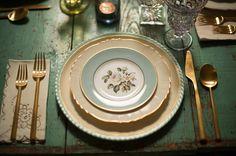 Decoración de bodas: Mesas // Tableware decoration   Como en casa :) Mesa perfecta para una boda vintage  #bodavintage #decoraciondeboda #mesavintage