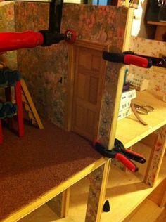 I glue a door.