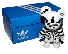 adidas TOY2R qee adidas adicolor Figure Key Chain Schlüsselanhänger weiß NEU @30 in Toys & Games, Action Figures, Designer & Urban Vinyl   eBay