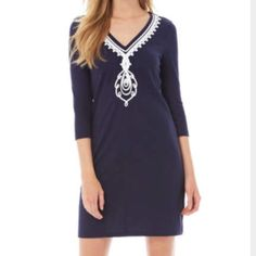 Navy tunic dress!💙 This casual tunic dress is perfect for any occasion. This dress features a v-neck with soutache detail at the neckline. This navy, cotton dress has never been worn and is brand new with tags✨ Make me an offer😊💕 Lilly Pulitzer Dresses Mini