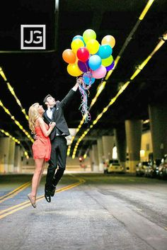 #creative #love #balloons #flyawaywithme #engagementphoto Www.customdreamgowns.com