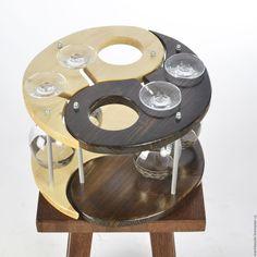 Купить Деревянная подставка из сосны светлая под бутылку вина и бокалы Янь в интернет магазине на Ярмарке Мастеров