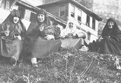 OTTOMAN WOMEN, ISTANBUL, 1860 | par OTTOMAN IMPERIAL ARCHIVES
