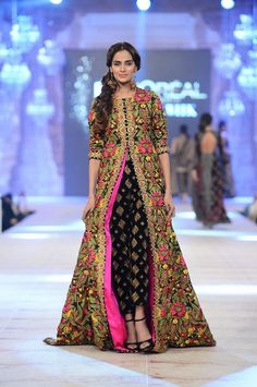 Latest trends in Beauty, Fashion, Indian outfit ideas, Wedding style on your mind? We bring to you hand picked collections for inspiration Pakistani Couture, Indian Couture, Pakistani Outfits, Indian Outfits, Pakistani Clothing, Emo Outfits, Indian Attire, Indian Ethnic Wear, Indian Style