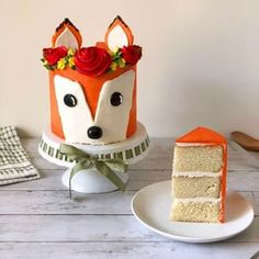 Learn how to make a trendy Woodland Fox Cake with this easy and fun tutorial! This woodland fox cake is made with a s. Halloween Appetizers, Best Appetizers, Chocolate French Toast, Fox Cake, Macaron Cookies, Slow Cooker Desserts, Fall Cakes, Puff Pastry Recipes, Half Baked Harvest