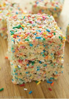 Sprinkle Rice Krispies Treats – A delicious and easy dessert recipe, jam-packed with colorful sprinkles!