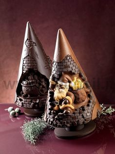 Solid Chocolate Holiday Tree by SmashCakeCompany on Etsy Christmas Fudge, 3d Christmas, Christmas Chocolate, Chocolate Gifts, Christmas Desserts, Christmas In Italy, Artisan Chocolate, Belgian Chocolate, Easter Egg Designs