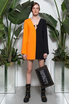 See the complete Fausto Puglisi Resort 2018 collection.