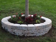 Looking for new front yard landscaping tips that won't break the bank? Steal these cheap, easy landscaping ideas for a beautiful yard right here, from pathways to planters and more. Landscaping Retaining Walls, Outdoor Landscaping, Front Yard Landscaping, Backyard Landscaping, Outdoor Gardens, Superior Landscaping, Easy Landscaping Ideas, Landscaping Borders, Hydrangea Landscaping