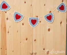 Free Crochet Pattern - Granny Heart Triangle Bunting