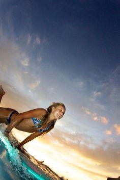 Vanina Walsh surfing waikiki