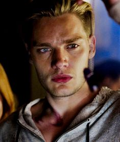 I've never been so attractive by a guys eyes Dominic Sherwood, Glee, Shadowhunter Alec, Clary Und Jace, Vampire Academy Books, Jace Lightwood, Shadowhunters Series, Teen Wolf Boys, Shadowhunters The Mortal Instruments