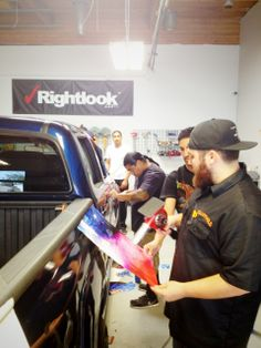 The instructors at Rightlook provide great coaching in this week's vehicle wrapping class. #vehiclewraps #rightlook #trainingclass #autodetailing #vehiclegraphics