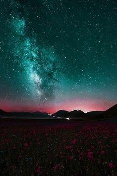 Espaço, a fronteira final. As estrelas sempre esconderam mistérios e despertaram a curiosidade do homem. Quais são os limites da galáxia? Estamos sozinhos no universo? Quando e como tudo começou? A VISÃO COSMO surge como um sol para iluminar as nossas dúvidas, sem aquela linguagem formal e chata dos catedráticos da área. VISÃO COSMO, o olhar que faltava sobre o universo. Toda terça, aqui no RANDOMCAST! http://randomcast.com.br/category/visao-cosmo/
