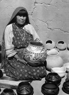 Maria Martinez- doing a report for my art history class on her and her pottery. Native American Pottery, Native American Crafts, Native American Artists, American Indian Art, Native American Indians, Southwest Pottery, Southwest Art, Native Indian, Native Art