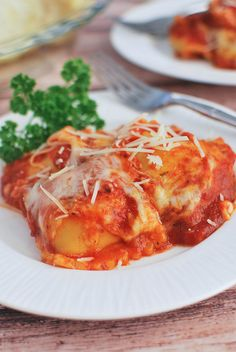 Crockpot Ravioli - an easy meal the whole family will love!