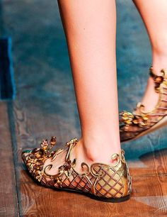 9d5ef9bb9b4964 High Quality Cut-outs Pointed Toe Woman Retro Sandals Buckle Strap Runway  Shoes For Ladies Luxury Crystal Decorated Flat Shoes