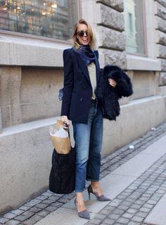 Blazer, jeans, pumps. #streetfashion #fashionforwomen