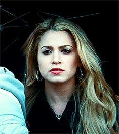 rosalie being dramatic but justified in twilight Rosalie Cullen, Rosalie Hale, Rosalie Twilight, Twilight Cast, The Cullen, Twilight Series, Twilight Outfits, Stephanie Meyers, Nikki Reed