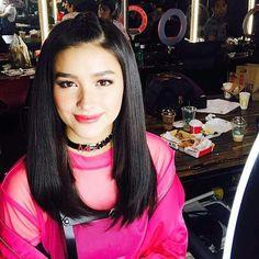 "82 aprecieri, 1 comentarii - Tatak LizQuen Middle East ❤ (@vanzmarcos17) pe Instagram: ""Vote for Lizasoberano #lizquenforever #lizquen cto @duduunay #KCAPinoyStar #LizaSoberano"" Liza Soberano, Teen Actresses, Filipina, Photo Poses, American Actress, Asian Beauty, Fashion Models, Lisa, Singer"
