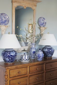 blue & white vignette... Wall color for guest bedroom? Use white shelves?