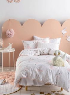 A magical, hand-drawn series of ballet dancers in soft watercolours, Let Me Dance For You will utterly thrill your aspiring little dancer. White Duvet Covers, Bed Covers, Bedroom Sets, Kids Bedroom, Palette Pastel, Black Bed Linen, Bed Linen Design, Bathroom Kids, Quilt Cover Sets