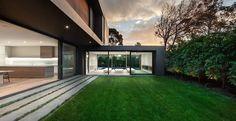 Green backyard by Urban Angles
